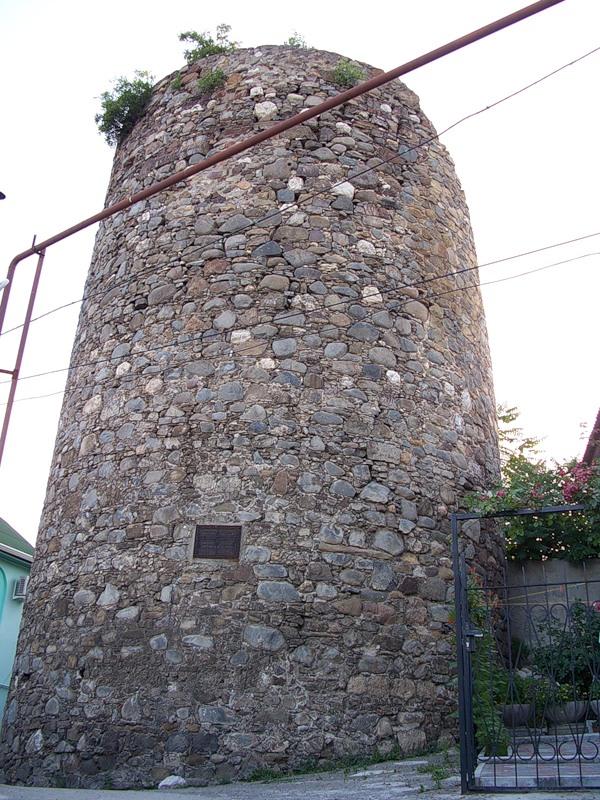 Византийская крепость Алустон - главная достопримечательность города