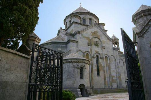 Армянская церковь расположена в очень живописном месте
