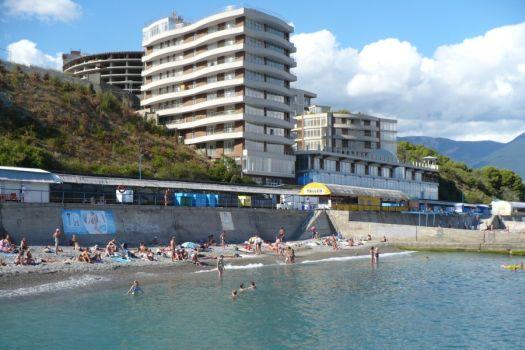 Пляж ''Дельфин'' не взимает плату за вход, но за дополнительные удобства придётся заплатить