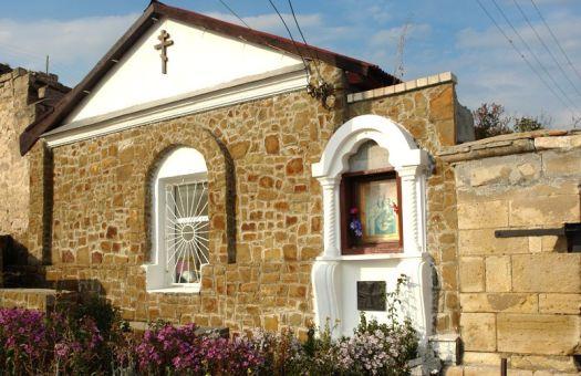 Храм св. Сергия посещают все, кто хоть сколько нибудь интересуется творчеством Айвазовского