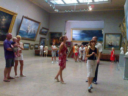 В галерее Айвазовского хранится около 12.000 картин