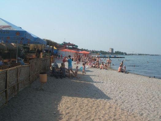 Городской пляж Феодосии весьма не плох собой