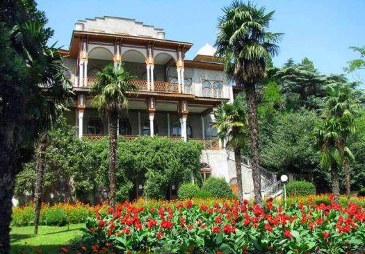 Дворец Карсан утопает в пышном саду