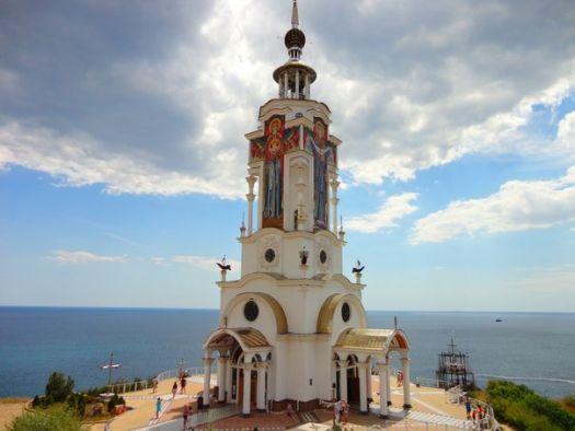 Удивительной красоты Храм св. Николая находится в алуштинском районе
