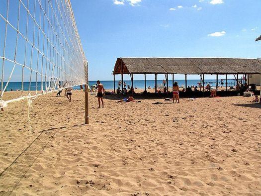 ''Оазис'' - прекрасный песчаный пляж в Евпатории