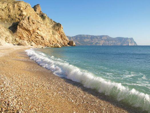 Конечно, пляжам Севастополя далеко до европейского уровня, но несколько достойных местечек здесь всё же есть