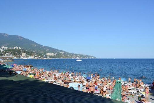 Приморский пляж идеально подходит для активных туристов