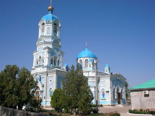 Небесно-голубые купола храма св. Ильи