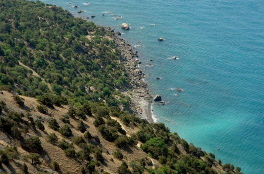 ''Серебряным'' пляж прозван за цвет мелкой гальки