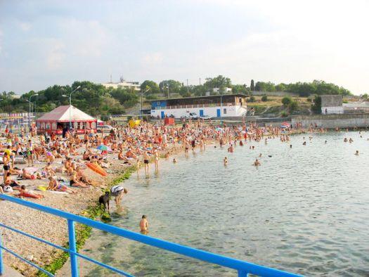 Пляж ''Cолнечный'' обязан своим именем золотистому песку