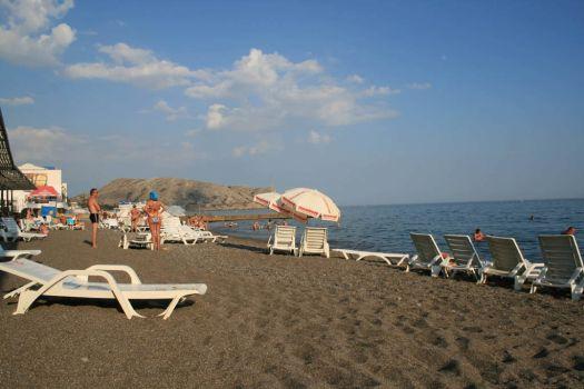 Частный песчаный пляж ''Ток Судак'' - один из самых лучших в городе