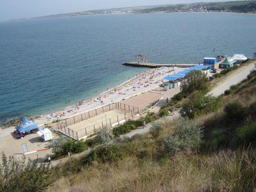 Пляж ''Толстяк'' - довольно чистый, из минусов - крутой спуск к воде