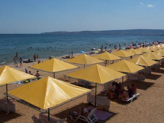 ''Золотой пляж'' - визитная карточка феодосийцев, добраться на него можно на катере с центральной набережной