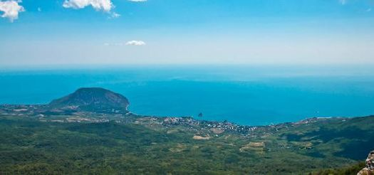 Самая высокая точка Крыма гора Роман-Кош располагается в непосредственной близости от п. Гурзуф