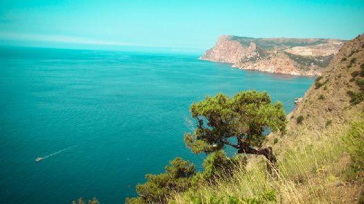 Мас Аяй - здесь и начинается Южный берег Крыма, простираясь до массива Кара-Даг на востоке полуострова