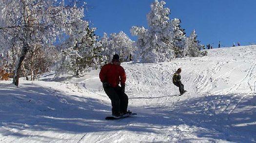 А попав на южный берег Крыма зимой можно заняться и зимними видами спорта, например, на склонах горы Ай Петри