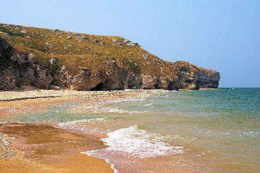 На восточном берегу Крыма Вы найдете множество живописных диких пляжей