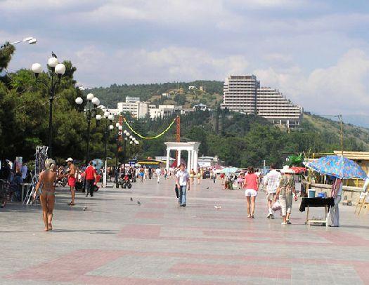 В Алуште есть всё для того, чтобы ваш отдых в Крыму стал незабываемым, в том числе отличные отели и гостевые дома