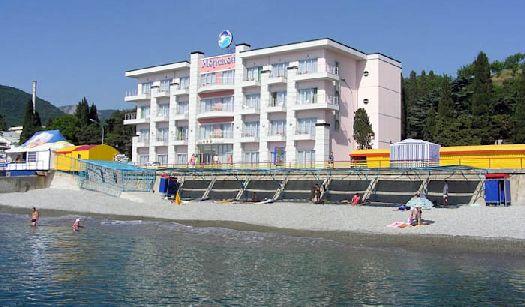 Фасад отеля ''Морской'' в развлекательном комплексе ''Миндальная Роща''