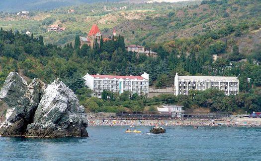Санаторий ''Утёс'' - одна из крупнейших крымских здравниц с мощной лечебной базой, корпуса занимают привелигерованную первую береговую линию