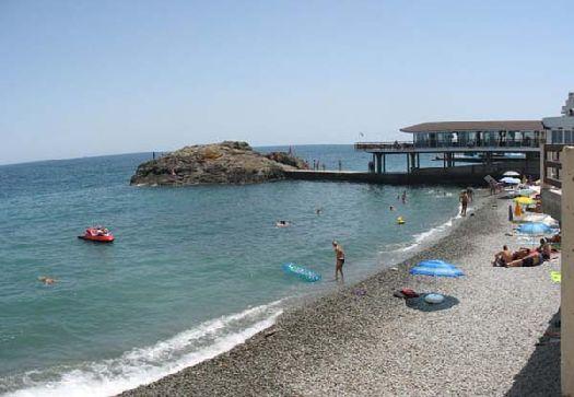 Обустроенный чистый пляж санатория ''Утёс''