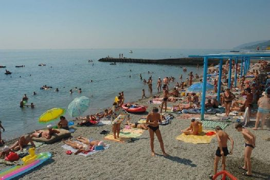 Частный мелкогалечный пляж ''Золотого Колоса''