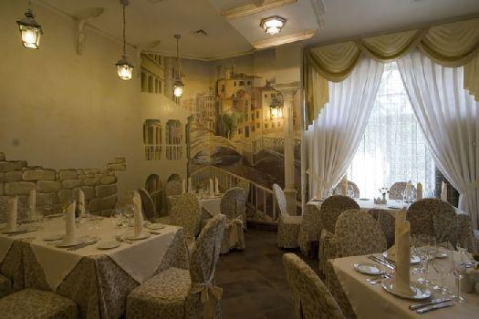 Роскошная обстановка ресторана располагает к проведению романтических вечеров