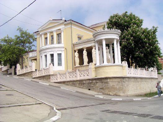 Корпус №6 представляет собой памятник архитектуры - Дачу Милоса