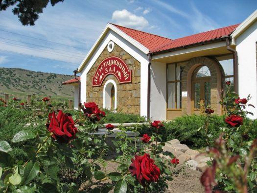 В дегустационном зале винзавода Солнечная долина можно попробовать все вина этого предприятия
