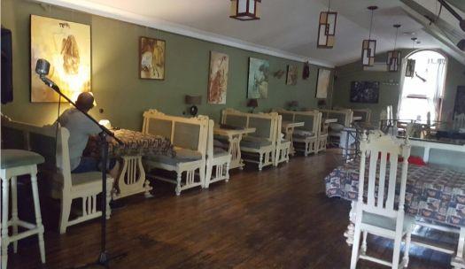 Тихое, уютное кафе располагает к встречи с друзьями и семейным обедам