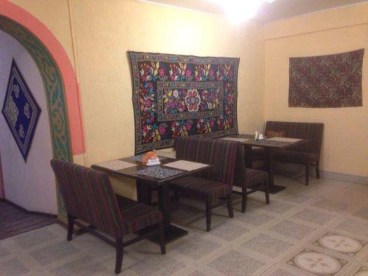 Простая обстановка в Чебуречной №1 компенсируется вкуснейшей восточной кухней и низкими ценами