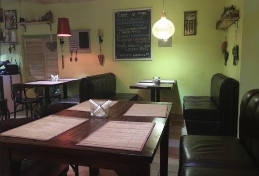 В кафе Дача теплая атмосфера и уютная обстановка
