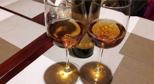 Принесенное с собой вино вам подадут из бокалов заведения, предварительно охладив напиток