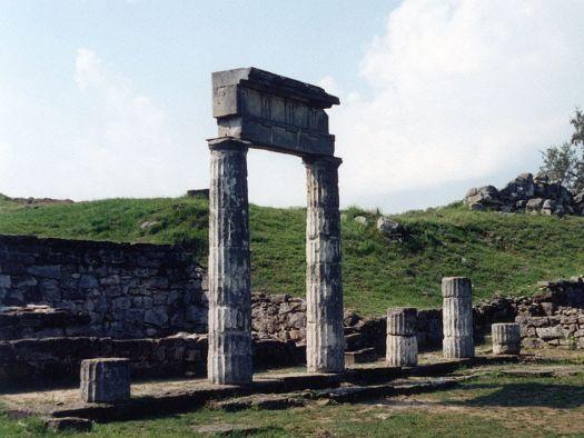 Пантикапей, в былые времена сильнейший полис Боспора, а ныне — древние руины  и одна из основных достопримечательностей