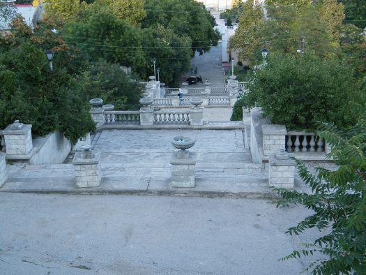 Митридатовская лестница - около 400 ступенек!