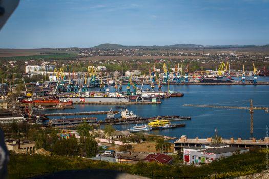 Панорамный вид на порт Керчи