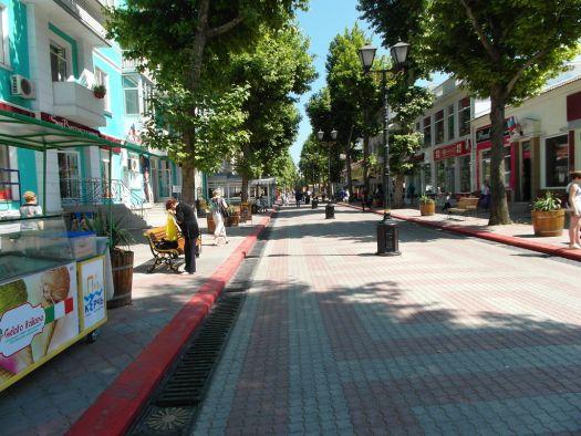 Улица Ленина в Керчи - приятное для прогулок место