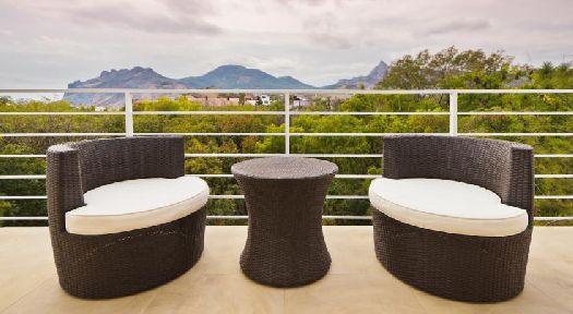 Меблированная терраса с живописным видом на море и горы