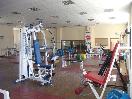 За поддержание тела в хорошей физической форме отвечает тренажёрный зал с современным оборудованием