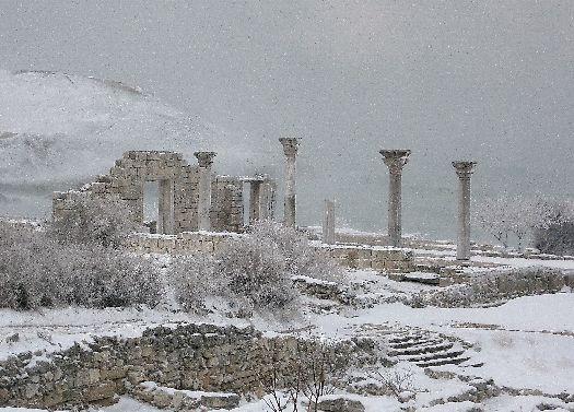Есть что посмотреть в Крыму и любителям древностей!