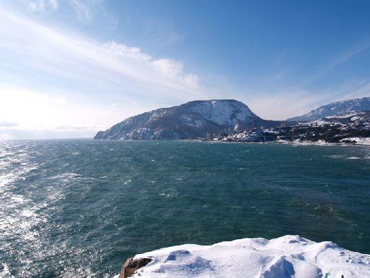 Стоит ли ехать в Крым и зимой? Есть ли в Крыму чем  заняться и что посмотреть? Наша статья поможет Вам ответить на все эти вопросы!