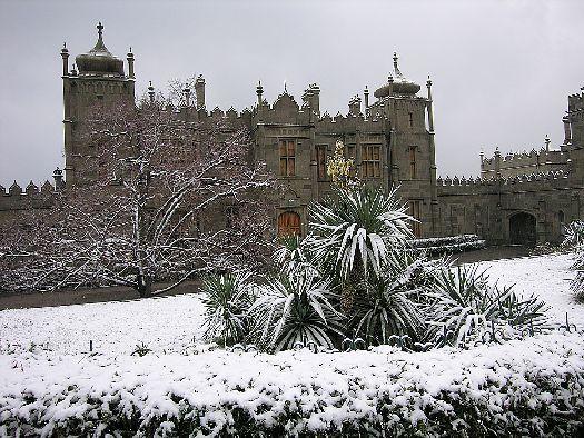 Что посмотреть зимой в Крыму? А как насчет дворцов, ведь именно зимой старинные дворцы можно посетить без лишней суеты и снующих туристов, и тишине проникнуться духом ушедшего времени