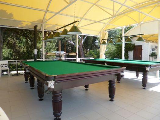 Кемпинг Ripario входит в состав территории комфортабельного отеля, поэтому сервис и удобства в нем на высшем уровне