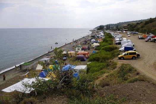 В палаточном лагере в Приветном минимум удобств