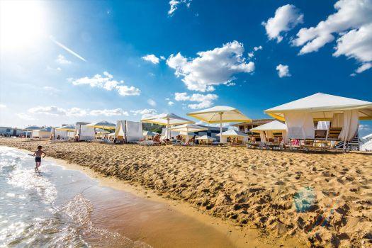 Для постояльцев кемпинга Лазурный берег на платный пляж вход свободный