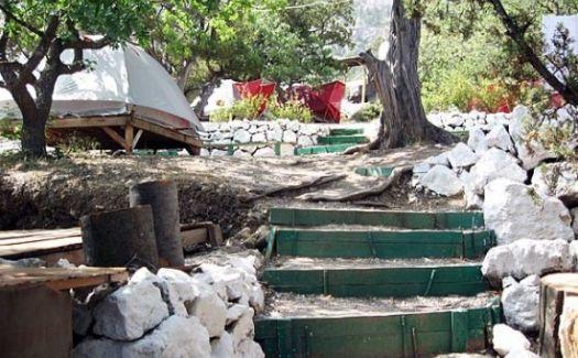 Палаточный лагерь в Крыму Зеленый приют находится в 1 км от автодороги Ялта-Севастополь