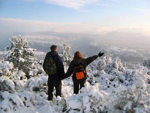 Зимой в горах вы встретите головокружительные панорамы, катание на лыжах и санях, вкуснейшую крымско-татарскую кухню, а после всего этого – отдых в русской бане!