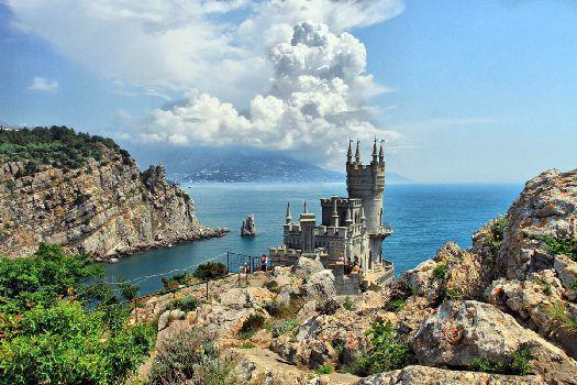 Ялта - элитным крымский курорт, где можно заняться как пляжным, так и активным или экскурсионным отдыхом