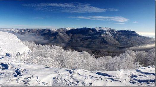 Кроме широких возможностей горнолыжного отдых Чатыр-Даг поражает уникальной красотой живописной природы