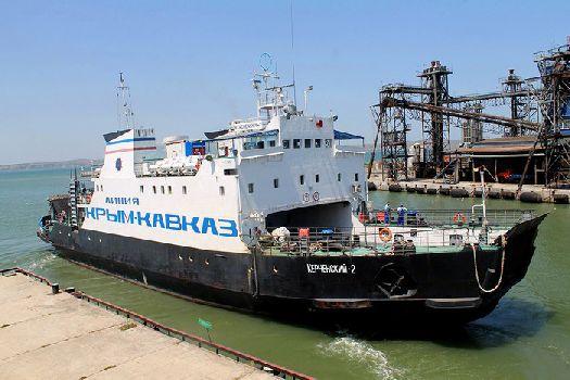 Паром в Крым сейчас является единственным путем для автотранспорта из Крым в Россию и обратно